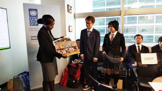 星槎高校ニューヨーク海外研修プログラム SDG'sの活動の様子の写真を説明